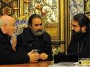 Père Yves Dulac et Père Philippe Dautais en discussions avec Mgr Joseph