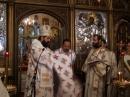 Noul preot primeşte veşmintele preoţeşti