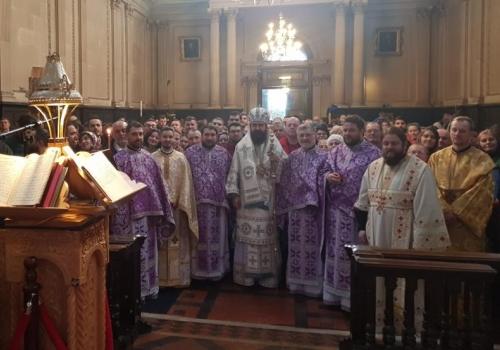 """În duminica înaintea Nașterii Domnului, Înaltpreasfințitul Părinte Mitropolit Iosif a slujit în parohia """"Sfântul Gheorghe"""" din Londra"""